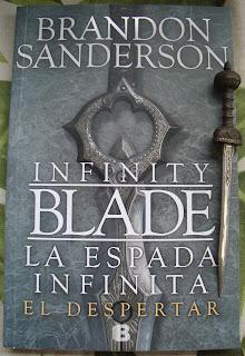 Portada del libro La espada infinita: El despertar, de Brandon Sanderson