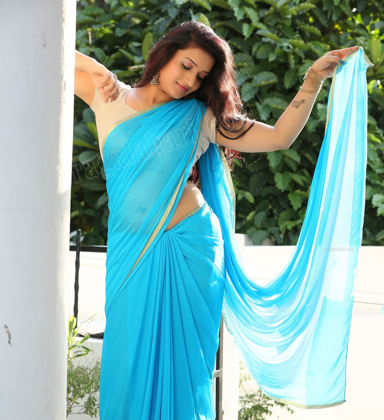 Hot Indian Actress: Janani Hot Saree Navel