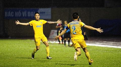 Trận đấu FLC Thanh Hóa và Than Quảng Ninh gây nhiều tranh cãi