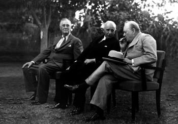 Soldan Sağa: Roosevelt , İsmet İnönü, Churchill - Kahire Görüşmeleri