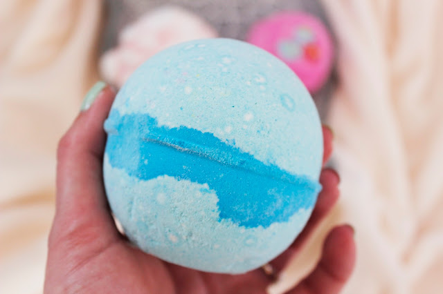 What I Got For Christmas | Lush Bath Bombs | Tea And Beauty