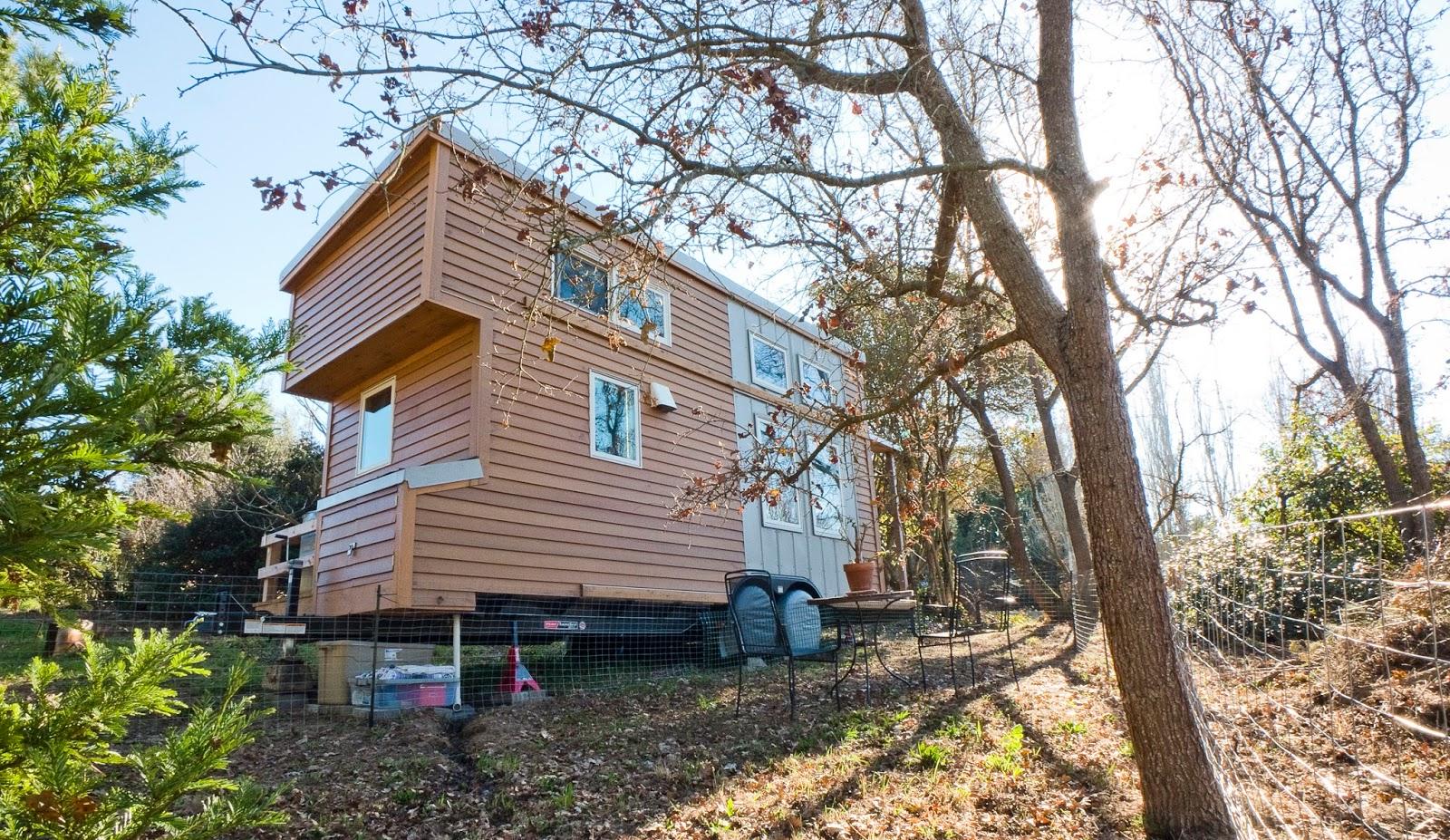 Pleasant Lloyds Blog A California Couple Built This Portable Tiny House Largest Home Design Picture Inspirations Pitcheantrous