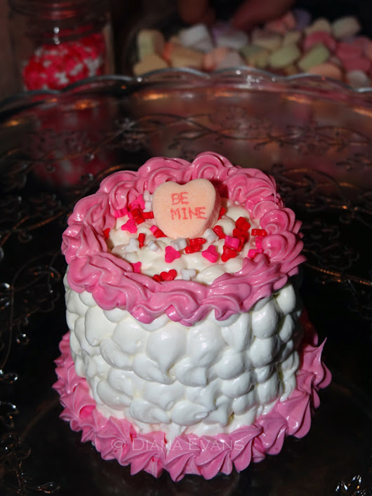 ***Diana Evans - Illustration and Design ***: Happy Valenitine's Day!!!!! Made some cute miniature 3 layer cakes for my loves!!!!