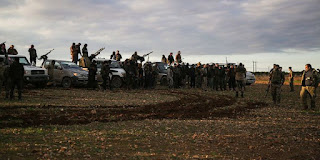 Milisi Suriah yang didukung Turki berkumpul di dekat Kota Manbij pada 28 Desember 2018 - Foto/AFP