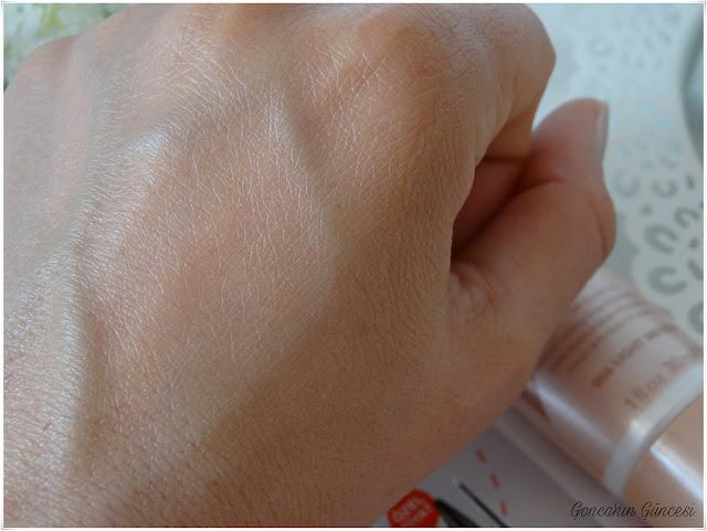 Rimmel London #insta Flawless Perfecting Radiant Skin Tint // Mükemmelleştiren, Aydınlatan Renkli Makyaj Bazı