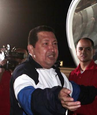 Chavez retorna a Cuba: rumores sobre a degringolada de sua saúde percorrem o país