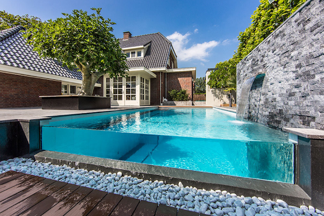 Swimming pool with glass wall, to display the clarity of the pool water