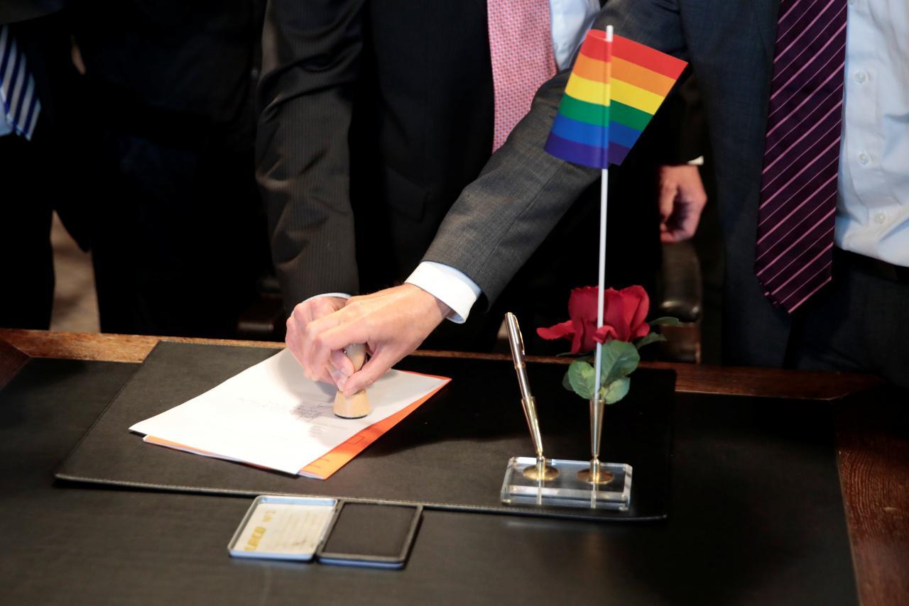 Alemanha registra primeira adoção de criança por casal do mesmo sexo