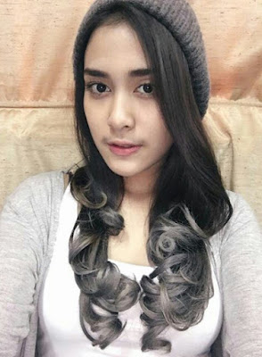 Malaysian teen turned actress leaked nude pictures. See her naked scandal photo and watch her blowjob video.