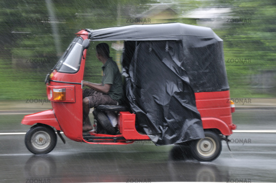 A strange story of a Bride who had gone to meet her boyfriend in a three wheeler on her honeymoon day