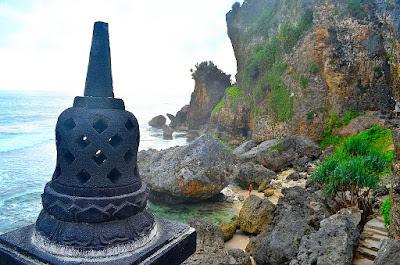 Stupa Pantai Ngobaran Gunung Kidul