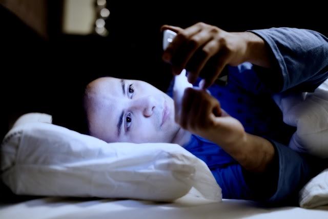 Dampak Buruk Membawa Gadget Ke Tempat Tidur
