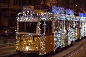 A Budapesti Közlekedési Központ az adventi hétvégéken a szokásosnál sűrűbben közlekedő, illetve nagyobb befogadóképességű villamos-, busz- és trolibusz-járatokkal enyhíti az ünnepi bevásárló-hétvégék jellemzően megnövekedő forgalmát. A 2016. év végi, illetve 2017. év eleji ünnepi közlekedési rendről a BKK hamarosan bővebb tájékoztatást ad.