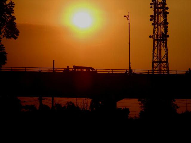 Senja di Atas Flyover Kiaracondong