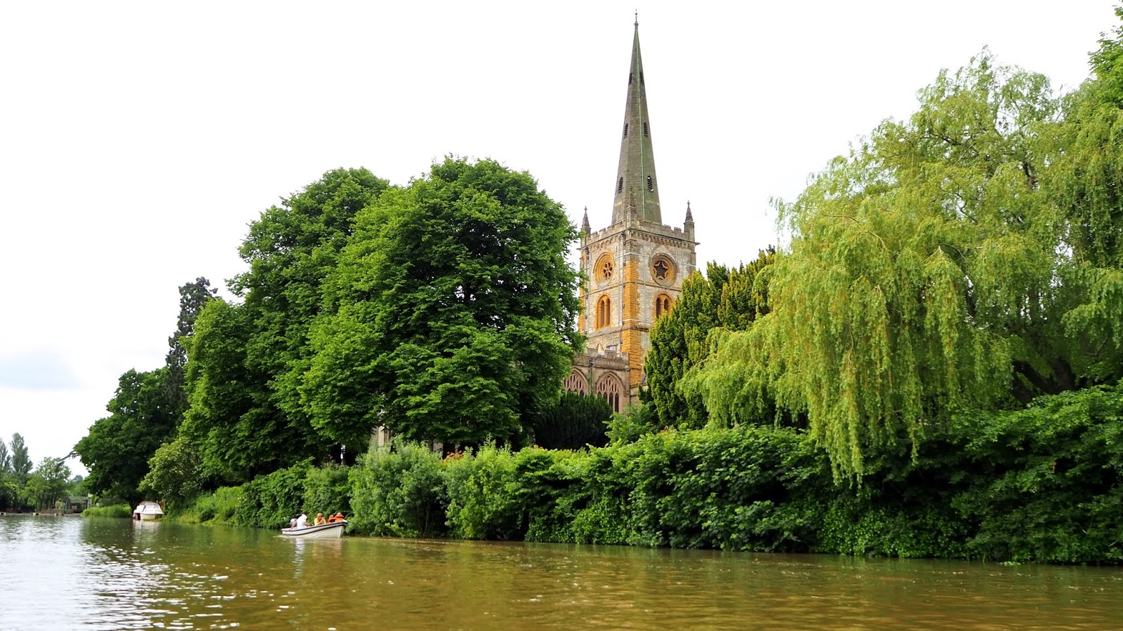 Trinity Church Stratford-Upon-Avon from the river
