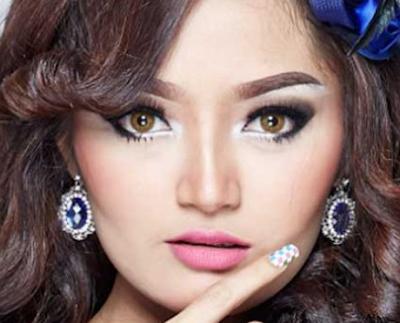 dangdut terheboh sepanjang masa yakni Siti Badriah merupakan penyanyi yg berusia  Download Kumpulan Lagu Siti Badriah Mp3 Komplit 2018