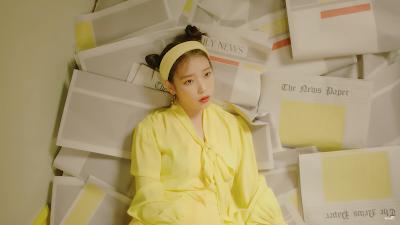 아이유新歌삐삐 BBIBBI的歌詞解析,MV中出現的黃色報紙
