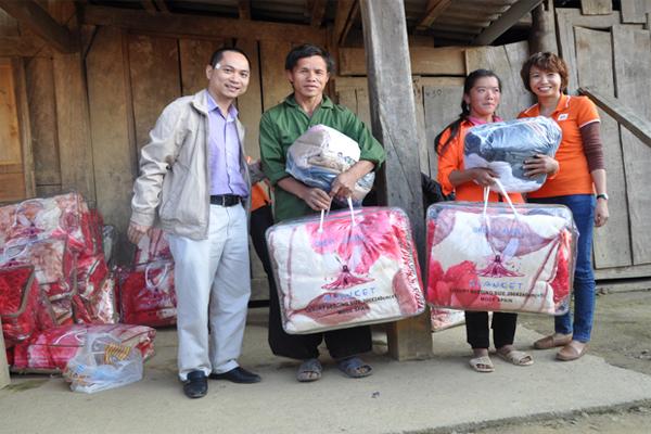 FPT Hưng Yên Tặng Quà Cho Người Dân Nghèo