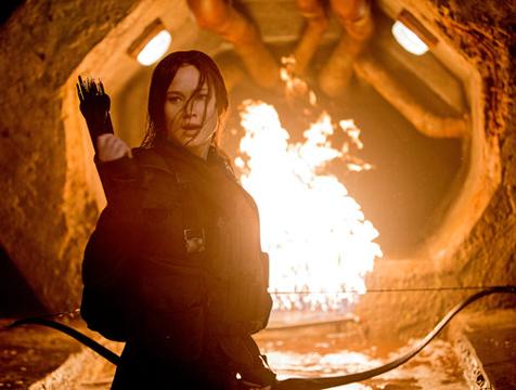 Katniss Everdeen (Jennifer Lawrence) en Los juegos del hambre. Sinsajo parte 2 - Cine de Escritor