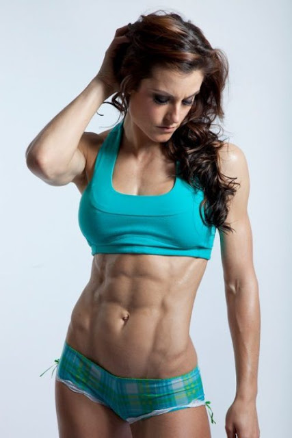 fittest-woman-picture-with-her-abs
