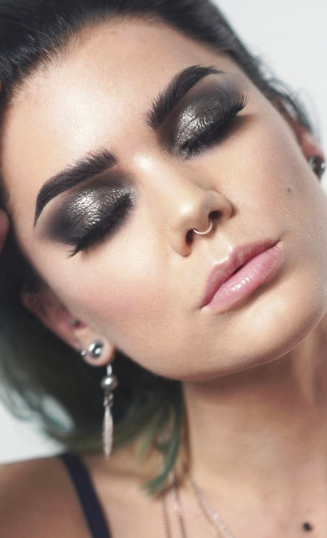 glitter smokey eyes makeup idea