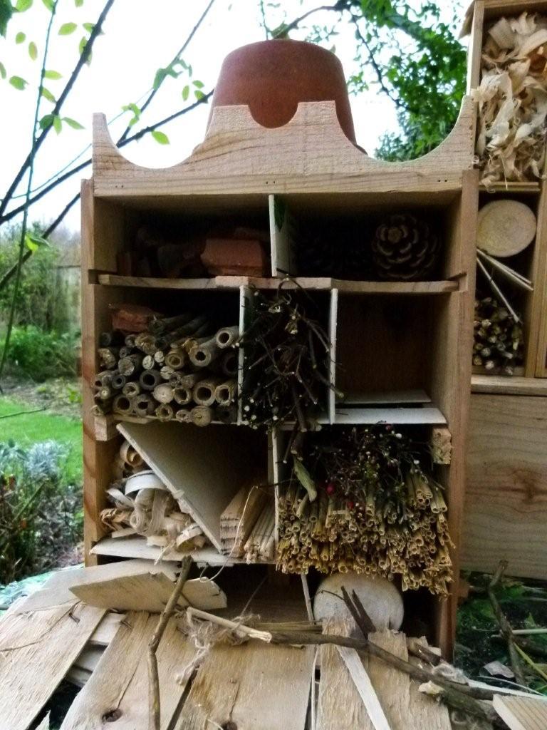 le blog de parcs et jardins de l 39 oise fabrication d 39 un h tel insectes. Black Bedroom Furniture Sets. Home Design Ideas