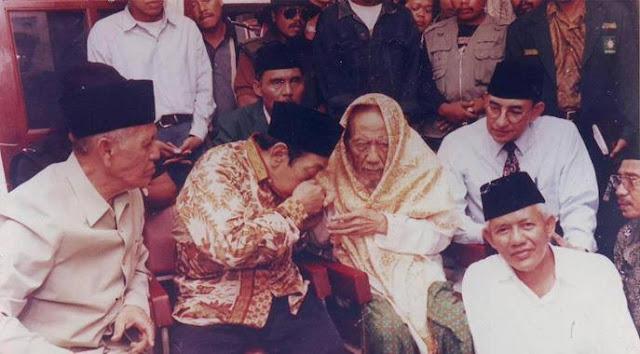 Karomah Syeikh Yasin Alfadani dan Pertemuan Beliau dengan Gus Dur