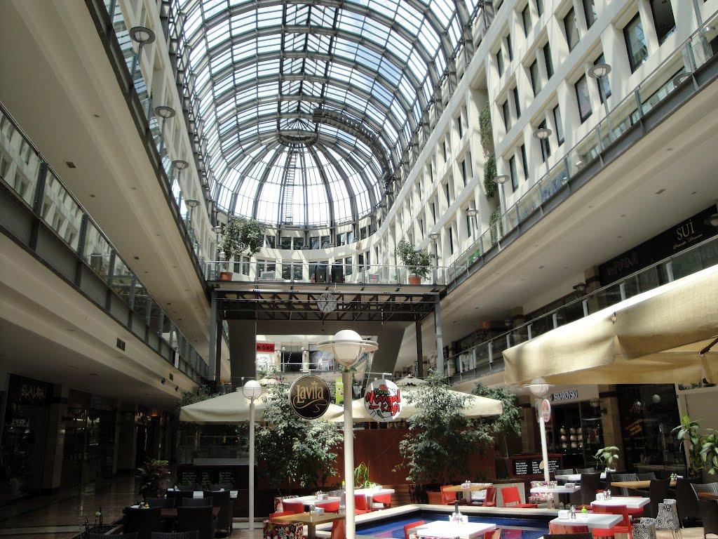 ffd211e885cef تم افتتاح هذا المركز عام 1990، وهو بذلك يعتبر من المراكز التجارية الأولى في  أنقرة، يتميز بتصميمه وهندسته المثيرة للإعجاب، يضم 383 محلا تجاريا موزعة على  ...