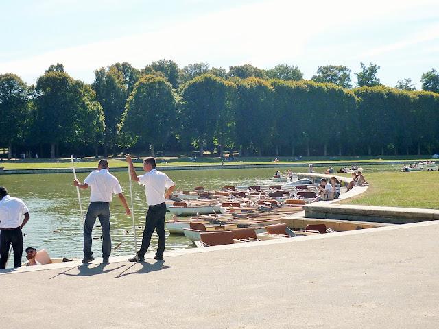 Parc du château de Versailles - la petite Venise - barques