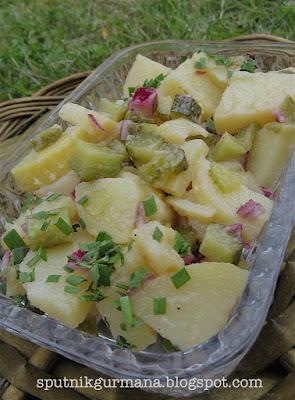 Картофельный салат с солёными огурцами