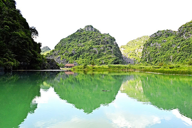 Trang An complex opens new waterway for tourists