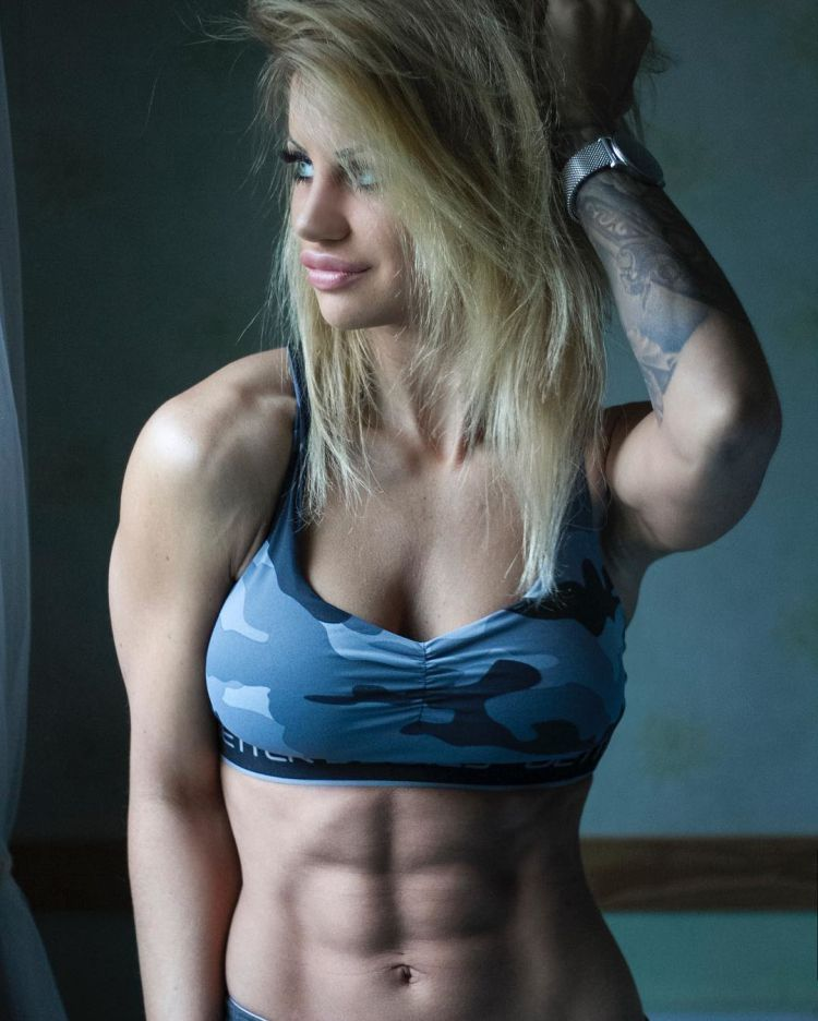 Sandra Reiche flexing hot abs
