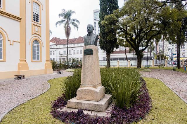 Busto em homenagem a André de Barros