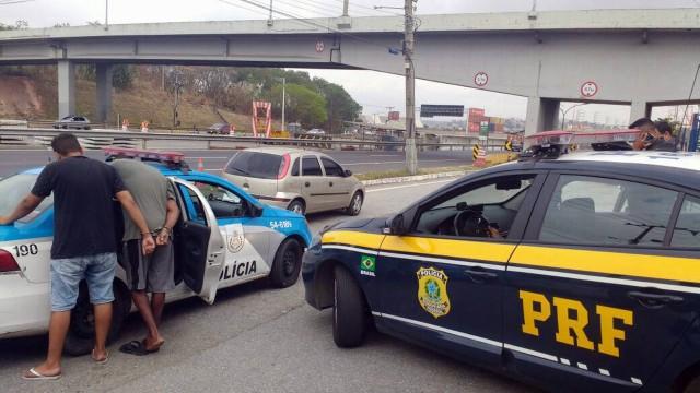 Polícia prende acusados de praticarem arrastão na Dutra, em São João de Meriti