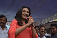 Catherine Tresa in Orange Kurti top and Plazzo at Launches B New MobileStore at Kurnool 10.08.2017 037.JPG