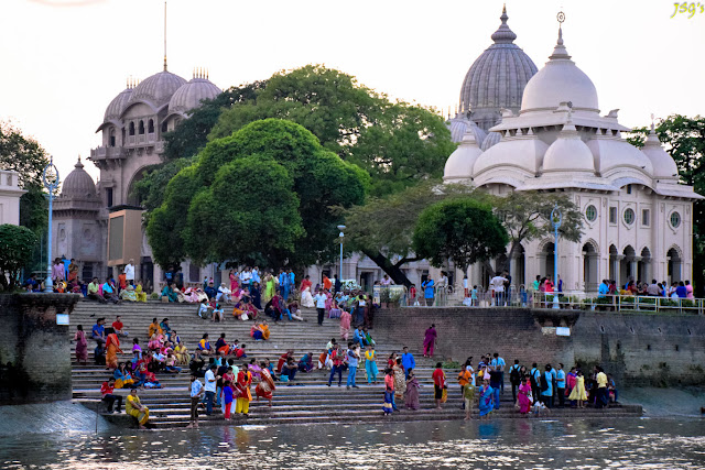 Belur Math as viewed from the Ganges @doibedouin