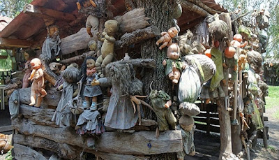 The Isla de Las Muñecas: the Island of Dolls
