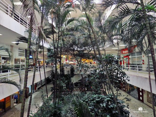 Vista ampla do interior da Galeria Metrópole - Centro - São Paulo