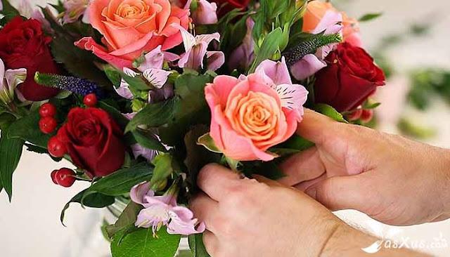 10 Cara Merangkai Bunga Dengan Mudah, Murah, dan Indah