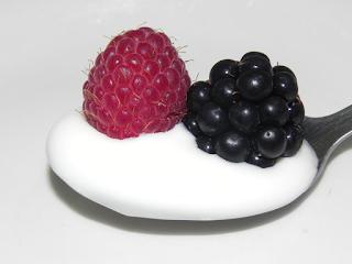 Lepel yoghurt met fruit