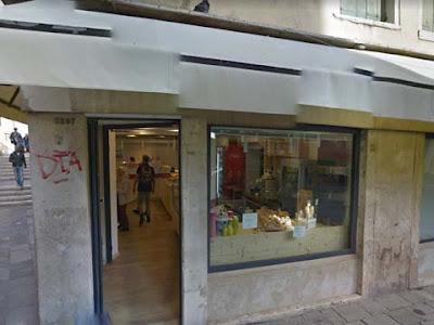La vecchia sede del fotografo a San Giovanni Grisostomo