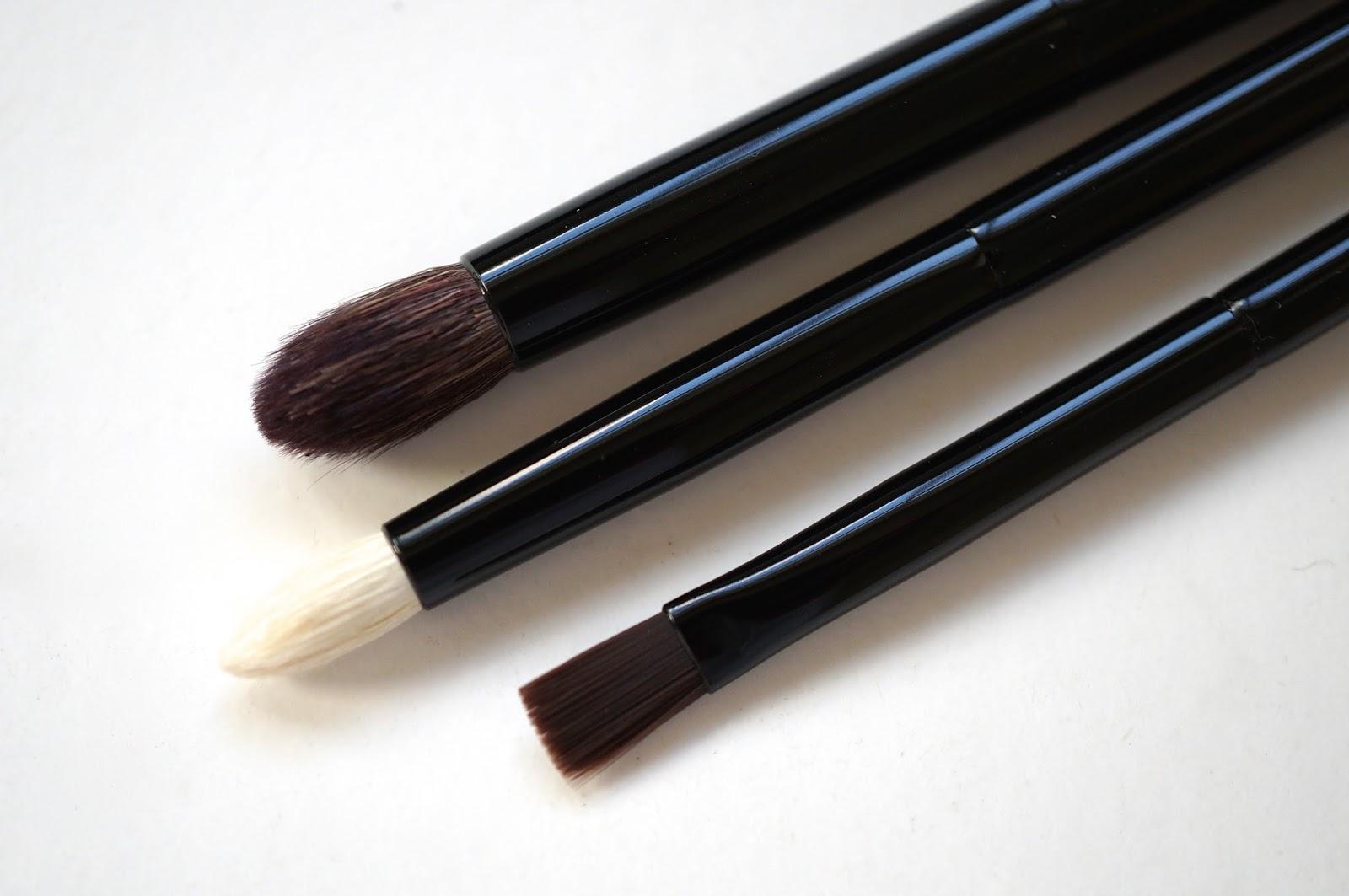 les mini de chanel essential mini brushes eva 39 s beautyblog. Black Bedroom Furniture Sets. Home Design Ideas