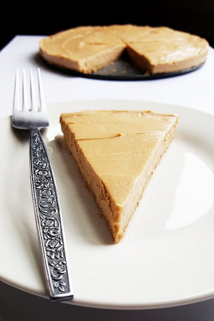 http://courtneyscookbook.com/2016/09/29/no-bake-peanut-butter-pie/