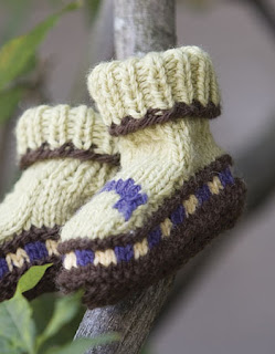 Free Knitting Pattern For Stay On Baby Booties : knitnscribble.com: Stay-on Fair Isle baby booties