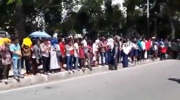 Detik-detik Kedatangan Presiden Jokowi di Siantar, Masyarakat Tetap sabar Menanti
