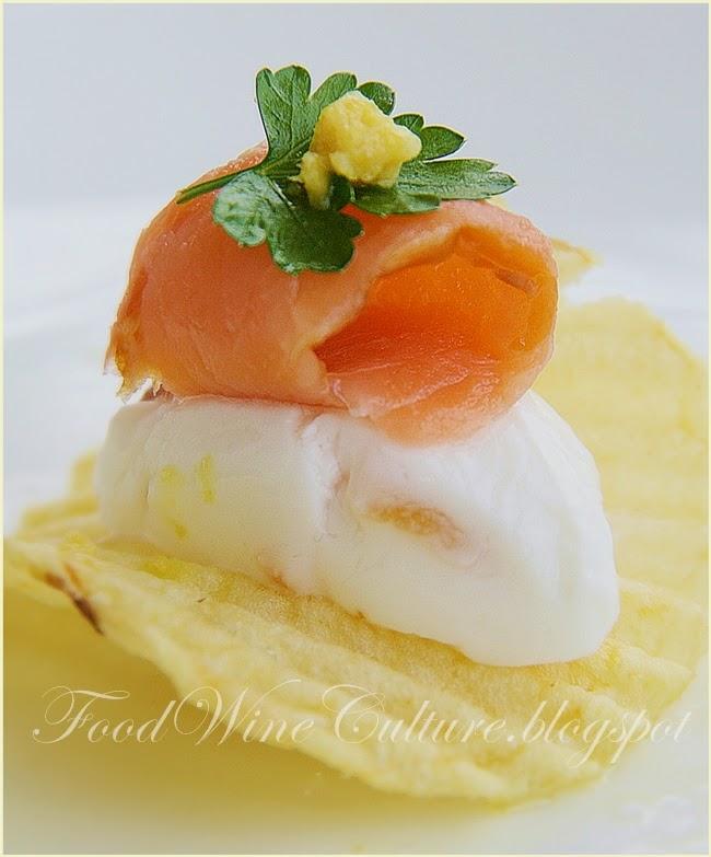 Salmone Norvegese affumicato con Legno di Faggio e Yogurt Greco agli agrumi di Sicilia con note amare di Pompelmo Rosa su Rustica San Carlo