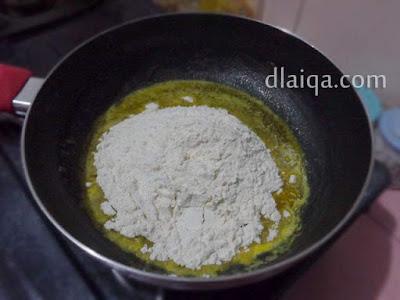 tambahkan tepung terigu