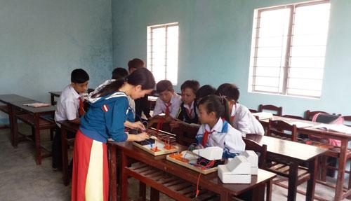 Gia Lai: Học sinh nghỉ học… đi làm rẫy