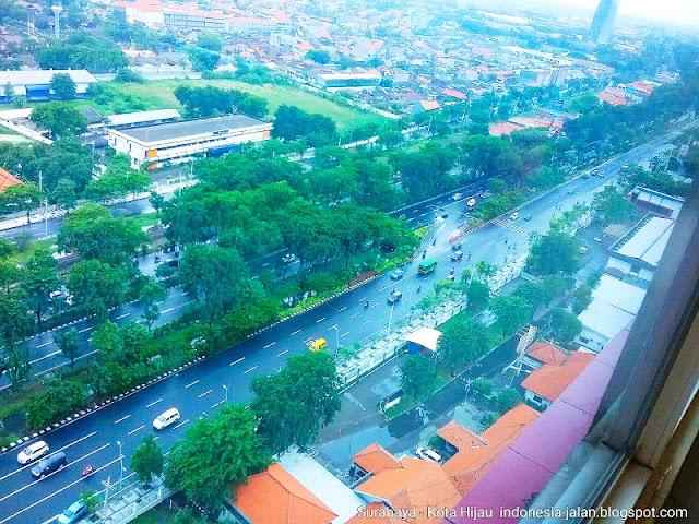 Berwisata ke kota Surabaya. Hotel Papilio