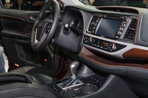 noi that highlander2016 -  - Mua xe nhập khẩu 7 chỗ Toyota Land Cruiser Prado hay Highlander 2016 tại Việt Nam ?